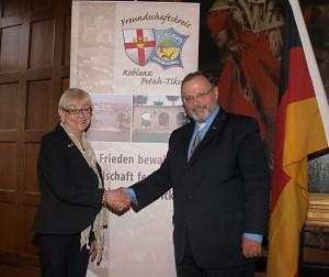 Doris Leber, Ehrenvorsitzende des FSK Koblenz-Petah Tikva e. V. und Dr. Johannes Gerster, 29. Juni 2014
